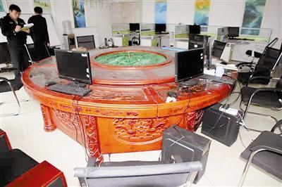 警方远赴贵州摧毁注册古董(藏品)微信平台网铺售卖电信诈骗窝点。