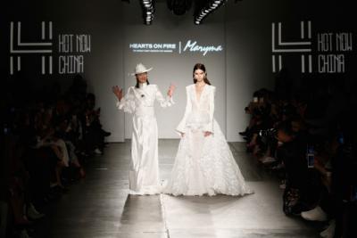 Maryma品牌创始人及设计师马艳丽与模特
