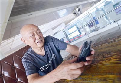 第一代国产摩托罗拉手机,收藏人是蒋技