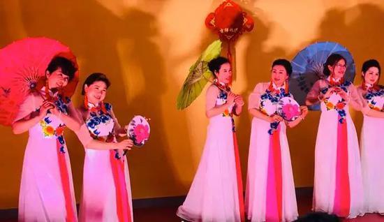 中法文化艺术交流协会带队的民族舞