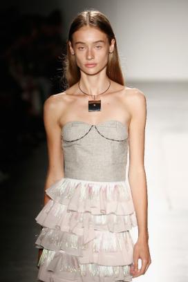 周大福纽约·纽约系列 × ALICIA LEE 设计师品牌服装