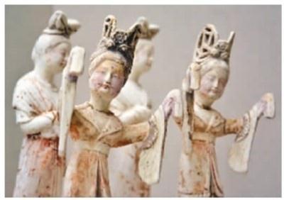 唐代彩绘乐舞陶女俑,洛阳博物馆藏 。周 缘摄