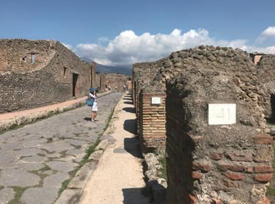 被联合国教科文组织列入世界文化遗产名录的庞贝古城。