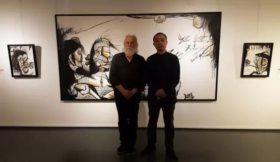 法国界外艺术双年展组委会主席达勒维与张天志
