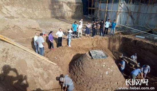古墓发掘现场。霍飞飞供图