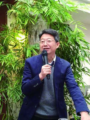朱良志 1955年生,安徽滁州人,现任北京大学美学与美育研究中心主任,博士生导师,美国纽约大都会博物馆高级研究员,专注于中国古代美学、中国艺术观念和从哲学角度来研究中国艺术问题。