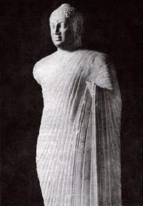 阿玛拉瓦蒂风格佛像,图自首都博物馆编《古代印度瑰宝》