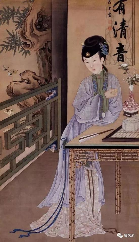 户外湖石玲珑,彩蝶起舞,萱草含芳。室内仕女手持葫芦倚案静思。