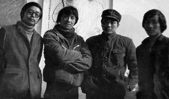 1977何多苓(左二)入四川美术学院油画专业学习