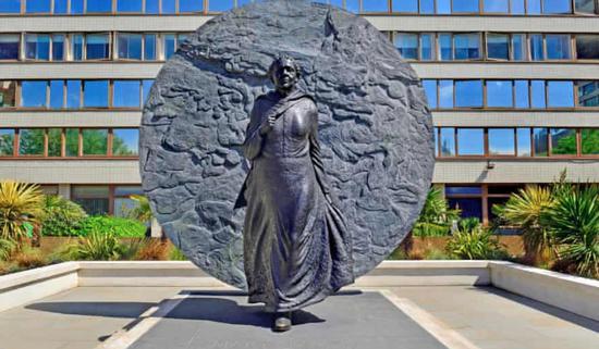 图:伦敦圣托马斯医院的玛丽・西柯尔(Mary Seacole)雕像