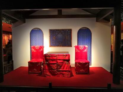 展厅内实景复原的淑芳斋室内小戏台