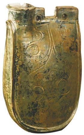 辽银釉鸡冠壶