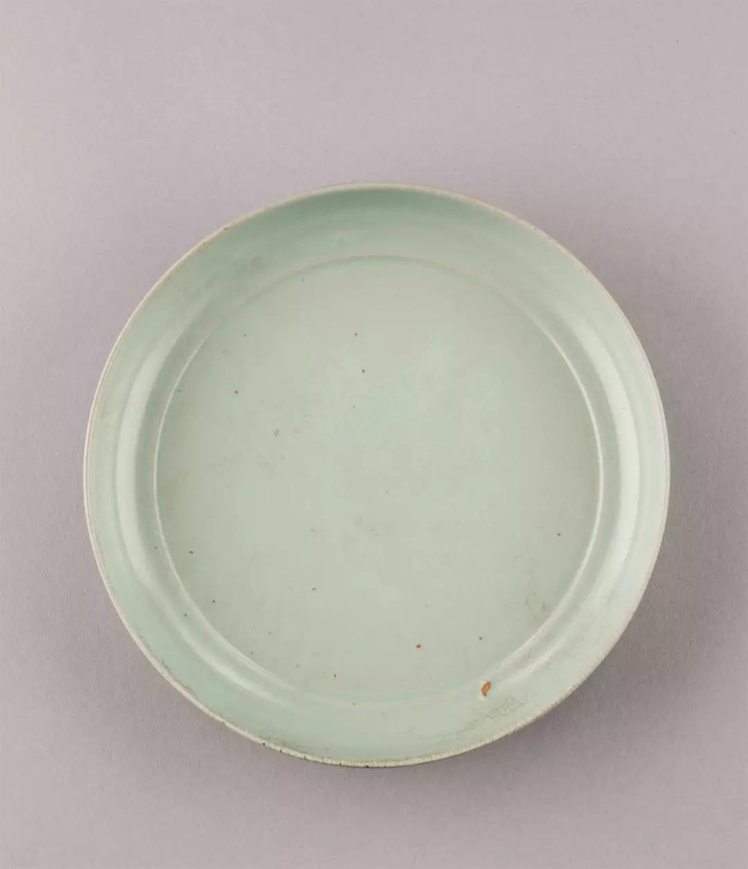 Lot 0280 唐代(618-907) 青瓷刻云纹瓜形盖瓶