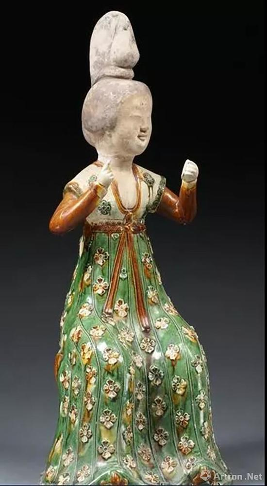 三彩梳妆女俑,中国国家博物馆藏
