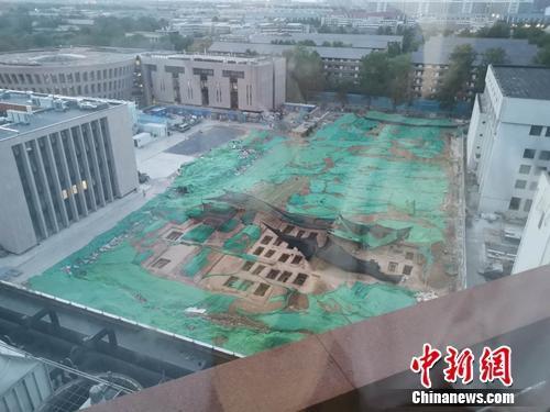 清华大学内施工现场发现一片古墓