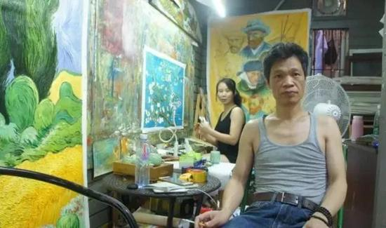 但天无绝人之路,一个香港画商突然看上了小勇的画,130块,他买了两幅。