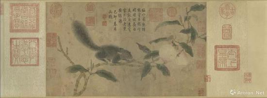 元代钱选《桃枝松鼠》紙本设色 卷26.3x44.3公分,现藏于台北故宫博物院