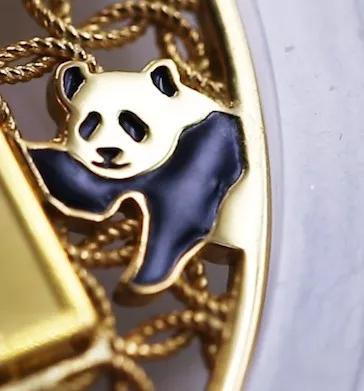 花丝珐琅熊猫银章有什么特别之处