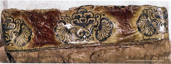 李倕墓出土漆盒腹面修复后细部有柄铜镜在唐代并不多见