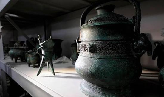 不为史书记载的神秘西周小国霸国国君墓葬出土了许多精美的青铜器