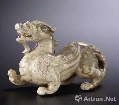 汉或以后 青玉雕辟邪 长8.7cm 成交价: 21,960,000 HKD