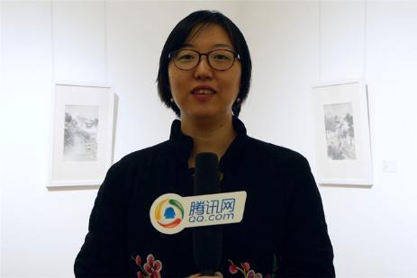 朝阳区文化委员会副主任潘小俪女士在参观展览后接受媒体采访