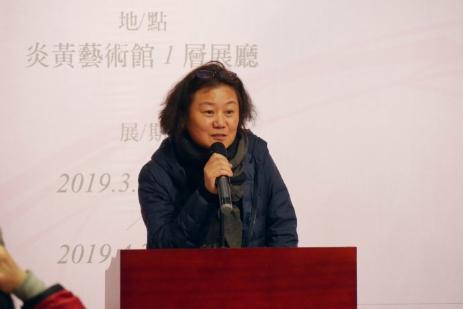 黄胄美术基金会会长、著名画家梁缨女士致辞并宣布展览开幕