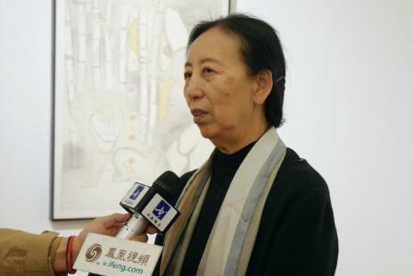 中国女画家协会主席、中国国家画院研究员孔紫女士在接受采访