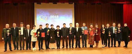 中国金币总公司领导与各获奖单位代表合影留念