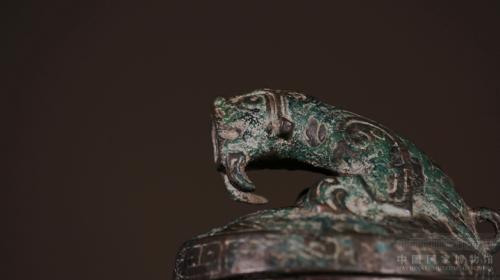 """青铜""""虎鎣""""细节。中国国家博物馆供图"""
