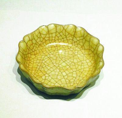 (南宋)哥窑灰青釉葵花式洗