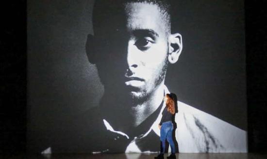 卢克·威利斯·汤普森在泰特美术馆放映特纳奖入围作品