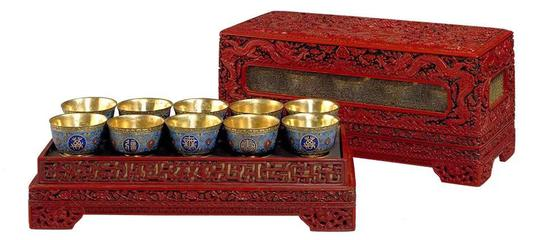 清乾隆 剔红飞龙宴盒