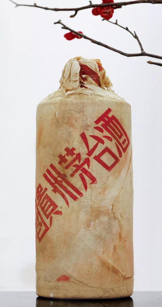 1964年贵州茅台酒(棉纸飞天牌/白瓷瓶)成交价:RMB