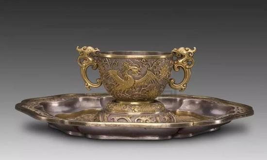 银鎏金錾刻杯盘 清 故宫博物院藏