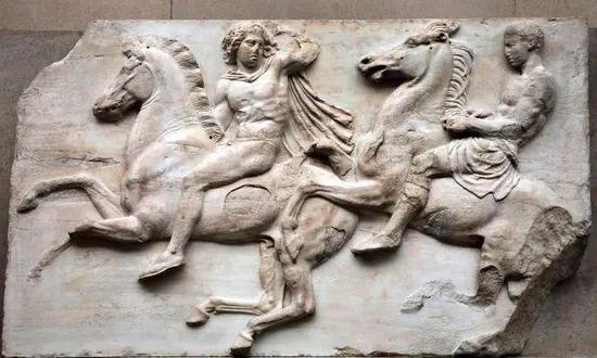 大英博物馆展出的埃尔金大理石雕塑 图源:卫报