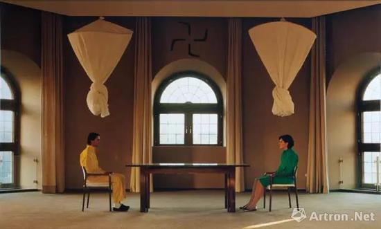 30年前一模一样的对视,两人合作的作品《Nightsea Crossing》