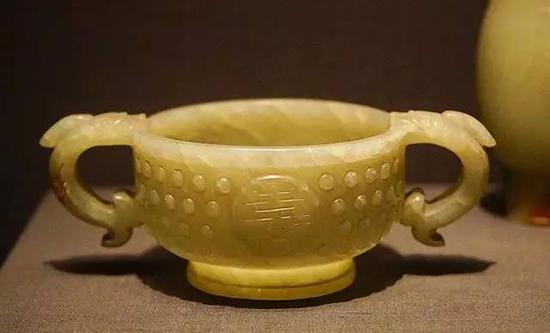 玉容器及玉杯 明,16-17世纪