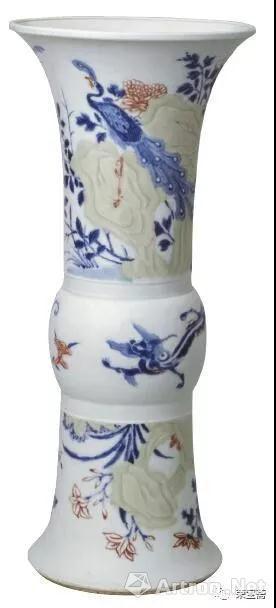 图10 清康熙釉里三色花鸟纹花觚 故宫博物院藏