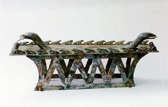 蛇蛙铜俎 (凉山州博物馆藏)