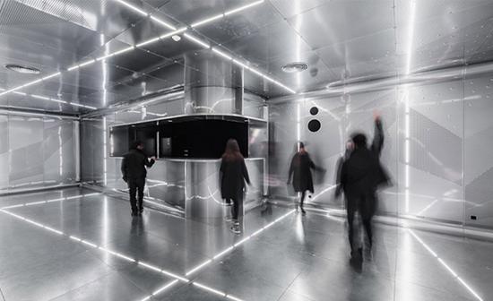 日本建筑师矶崎新所设计具有现代艺术的运动场馆