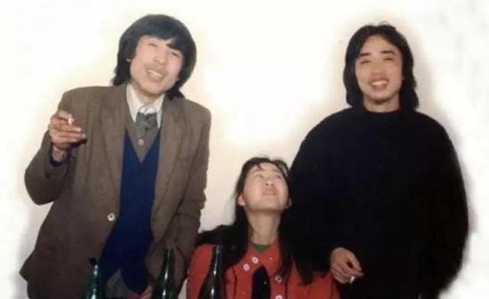 1987年,刘永年与好友张天志以及他的女友聚会留念