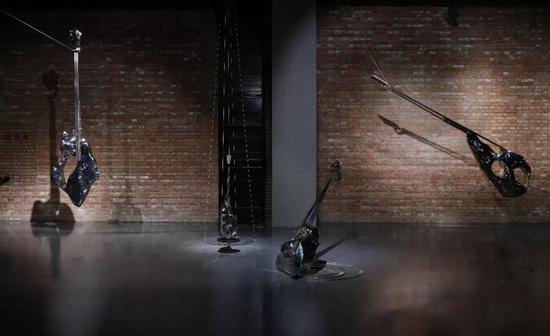 林岗《礼乐》不锈钢 290×40×80cm 2018