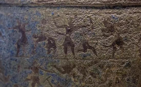 铜壶身上的图案