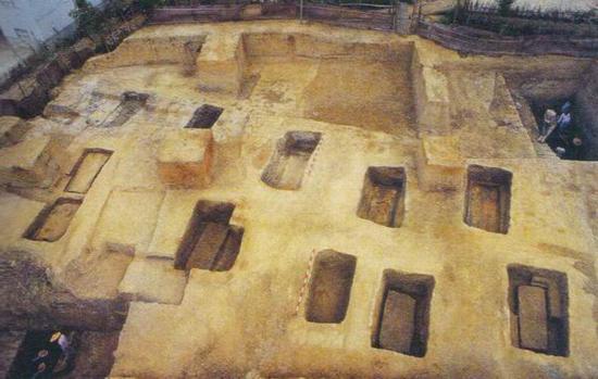 良渚古城内的反山王陵区