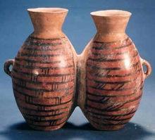 图11 仰韶文化双体罐