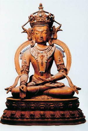 图九 宝生佛 高28cm 15世纪 故宫博物院藏
