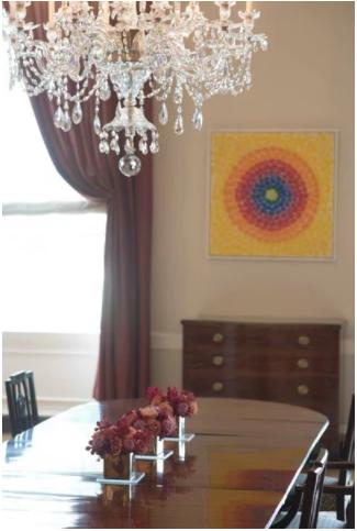 Matthew D'Agostino于2016年7月27日拍下了白宫家庭用餐室的照片。北面墙上的作品是Alma Thomas的《复兴》(Resurrection)