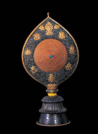 镶宝石鎏金银质法轮