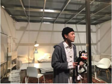 陈冠希限时3天行为艺术《我拉和吃都在这儿》。图片:王艺迪